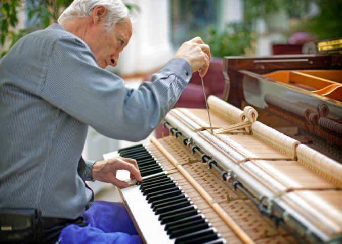 entretenir accorder un piano